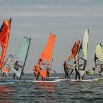 Zajęcia windsurfingowe na obozie w Chałupach
